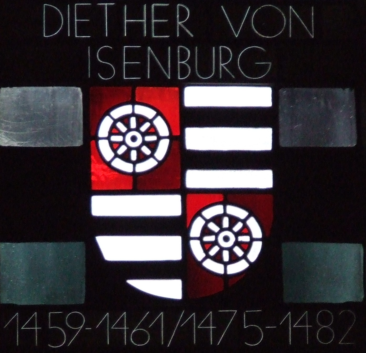 The coat of arms of Archbishop Diether von Isenberg, as depicted in the modern stain glass of the Mainz Cathedral.