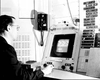 Ivan Sutherland working with Sketchpad on the TX-2