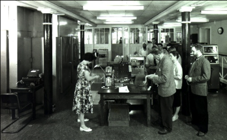 photo of EDSAC 2 with users in 1960