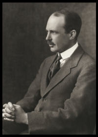 Photograph of William Lawrence Bragg
